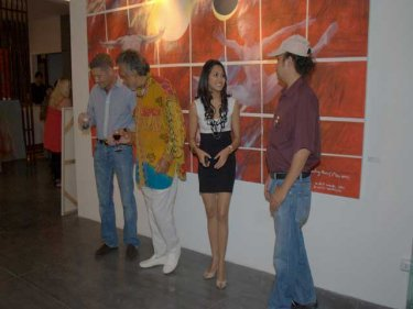 The gallery founders with Gulu Lalvani and (right) Santi Thongsuk