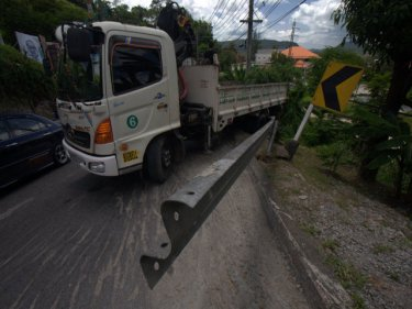 A truck from Phuket City fails to make it up Patong Hill on Friday