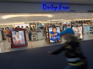 Duty free at Phuket airport: two young Aussies arrested and accused