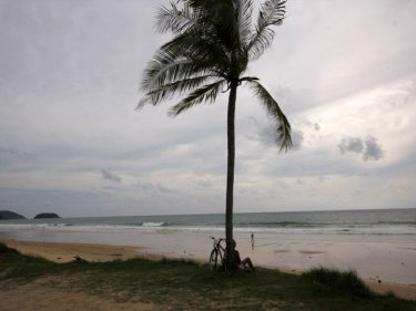Karon beach, long and inviting, but not always safe to swim