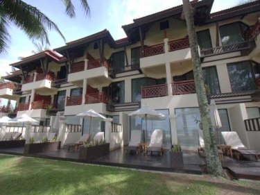 Dusit Thani rooms with direct access to the beach at Laguna Phuket
