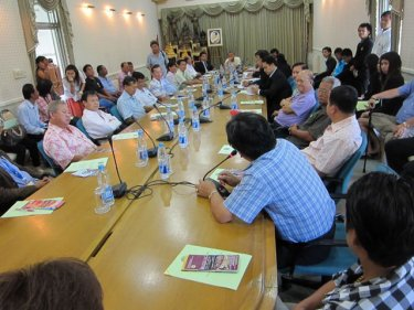 Employers gather to complain about Phuket's migrant labor system