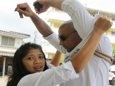 Simon Wilson Menzies and his wife Sukanya at a Phuket police station