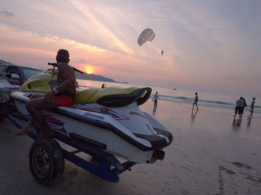 A jet-ski on Patong beach at sunset: disputes still occur, says group's chief