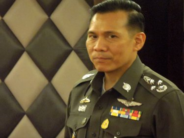 Major General Chalermkiat Sriworakan announces the Safety Zone plan