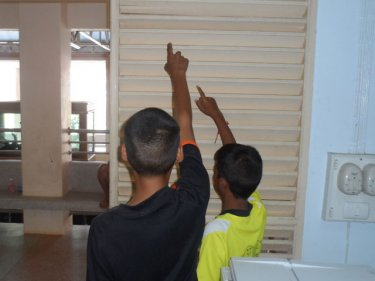 Two Phuket bad boys point to the place where they forced open a door