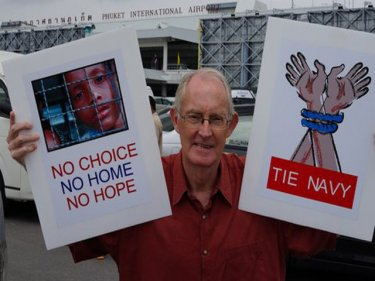 Phuketwan's Alan Morison, at Phuket international Airport, faces jail for publishing a Reuters news agency paragraph on  Rohingya boatpeople