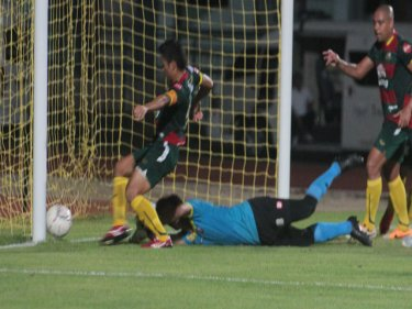 Phuket scores to level with Phitsanulok in Phuket City last night