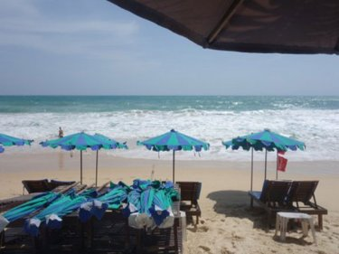 The days of the sunbeds appear to be over at Surin and other Phuket beaches