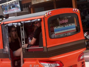 Soldiers and police are cracking down tonight on illegal tuk-tuks in Patong