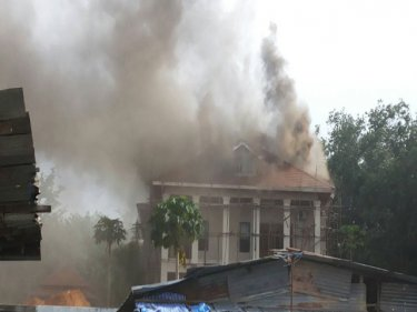The under-construction mansion blazes at Cherng Talay yesterday