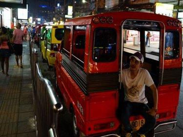 Parking in Patong remains a problem, Phuketwan found last night
