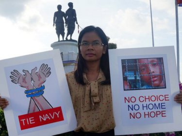 Chutima Sidasathian seeks free speech at Phuket's Heroines Monument