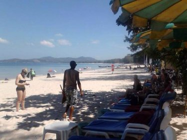 Sunbeds return at Phuket's Bang Tao beach:we knew they would