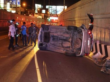 Emergency workers clear crashed cars from Phuket's underpass last night