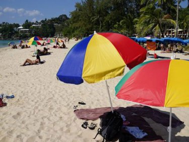 Plant your  umbrella where you like, Phuket's governor tells sunlovers