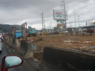 Work underway at the Tesco-Lotus Samkong intersection
